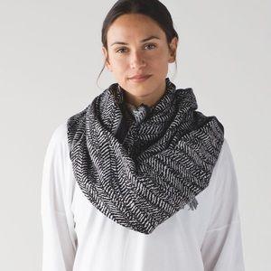 Lululemon Gray Vinyasa Infinity Scarf/Wrap, EUC
